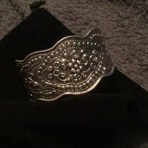STERLING SILVER STAMPED 925 SCALLOPED EDGE CUFF.